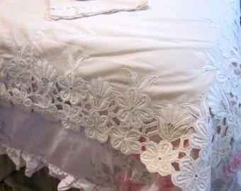 Vintage Tablecloth 65x65 5 pc Napkin Set Cream Heavily Embroidered Floral Cutwork Edges J30