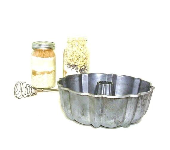 Vintage Bundt Pan Cast Aluminum Cake Mold 1960s Cookware