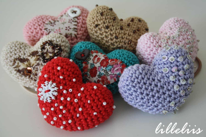 Big Heart Amigurumi Pattern : PATTERN Amigurumi heart brooch or ponytail holder