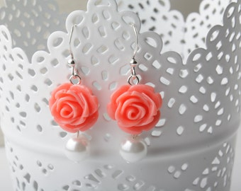 Bridesmaid coral roses earrings - coral wedding jewelry - shabby chic - coral and white - pearls earrings - Made in Canada - garden wedding