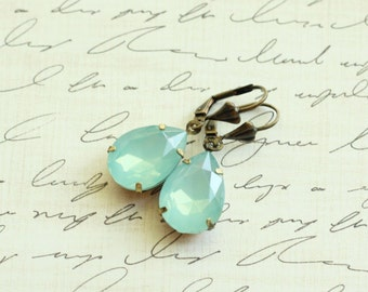 Estate Style Tear Drop Crystal Mint Earrings - Seafoam Earrings - Vintage - Bridesmaid Earrings - Mint Wedding - Seafoam
