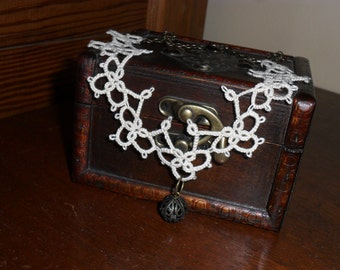 Victorian Handmade Lace choker in Ivory