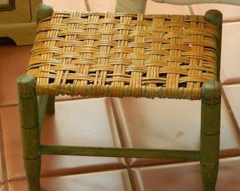 TREASURY ITEM  Primitive Shabby Woven Seat Footstool