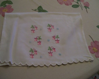 Embroidery Guest Towel Vintage Fingertip Bleeding Heart