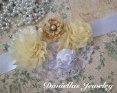 Vintage Maternity sash/Belly Bouquet /it's a Boy /Girl /photography prop/White and Yellow
