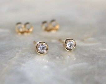 Solitaire diamond and 18k gold stud earrings, Bezel set diamond stud earrings, Bezel diamond earrings, Bride earrings
