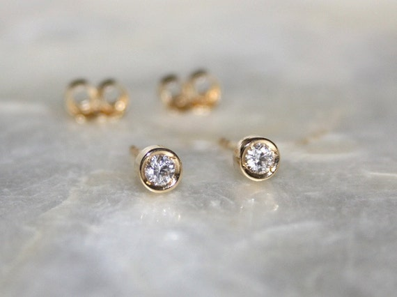 bijoux diamond cut set in y gold round solitaire yellow stud majesty earrings o bezel