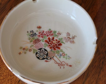 Exquisite Vintage Hand Painted Japanese Ashtray, Decorative dish