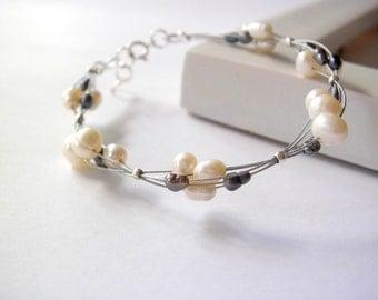 Wedding bangle bracelet / Beaded bracelet / freshwater white and black  pearls / minimal elegant / bridesmaid jewelry/ silver wire / gift /