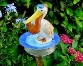 Pelican Garden Totem Stake, Garden Decor, Garden Art, Yard Art, Garden Sculpture, Bird Feeder