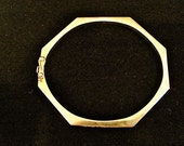 14k YELLOW GOLD Gold Hinged Octagon Bangle Bracelet - 5.8 GRAMS, Made in Spain