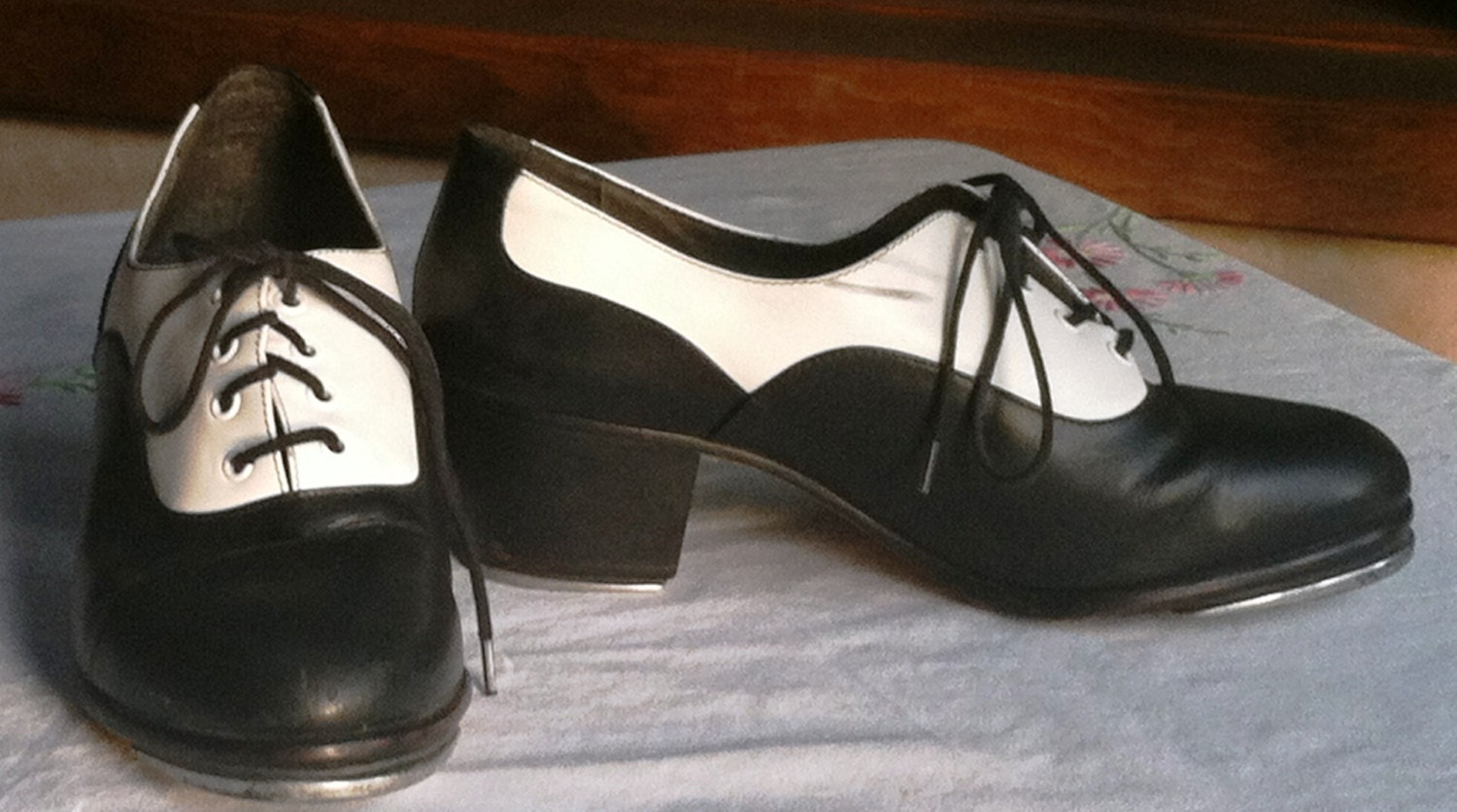 capezio tap shoes 7 black and white tuxedo by
