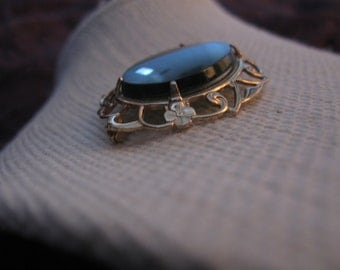 Gorgeous Vintage Oval Jade Gold Tone Brooch