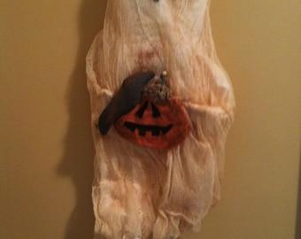 Primitive Halloween Ghost Wall/Door Hanging holding Pumpkins