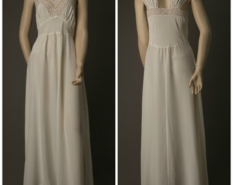 1950s Yours Truly White Nightgown/Slip