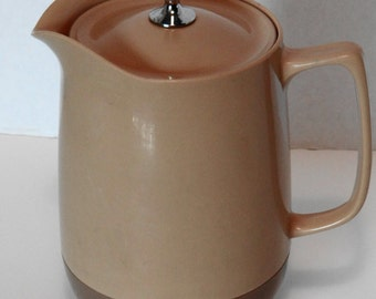 Vintage 60's-70's Unique/Odd  Almond/ Dark Tan Hard  Plastic Pitcher with Lid (Keep 32 oz Drinks Cold or Hot)