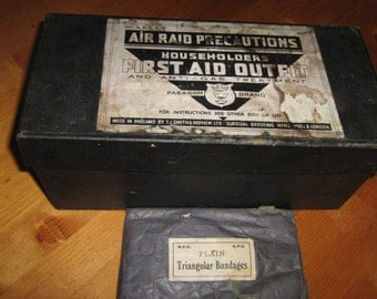 Householders Air Raid Precautions First Aid Outfit - Made In England .