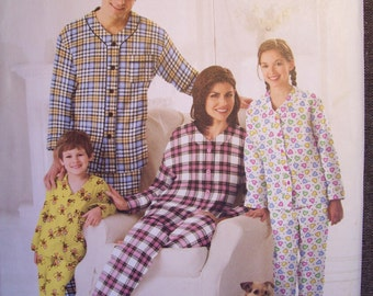 Simplicity 2771.  Family Pajama pattern. Uncut and factory folded.  Even has a pattern for Fido's pj's.