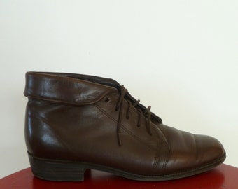 Vintage Brown Leather lace up  Ankle Boot with Fold Down Ankle flap Women's 7 1/2 M