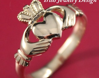 ladies Claddagh ring.14k yellow gold Claddagh Celtic Ring