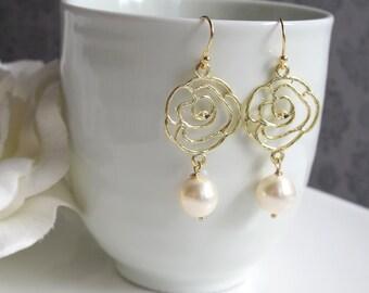 Rose Flower Modern Dangle Drop Earrings. 14k Gold Filled Earwire Light Cream White Swarovski Pearls Ear Accessory. Bridal Wedding Gift