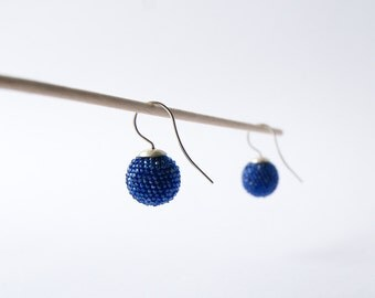 earrings globes royal blue made of glass beads and sterling silver , diameter 1,5cm