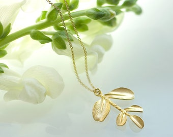 Gold leaf pendant necklace, Gold leaf necklace, Leaf pendant necklace, dainty necklace, gold filled necklace, Nature inspired jewelry