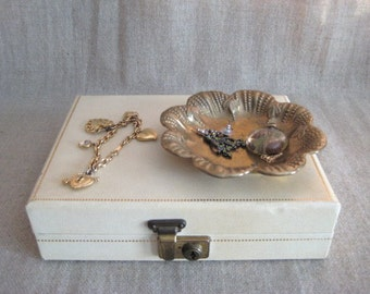 Shabby Little Trinket Dish / Change Dish / Ring Holder