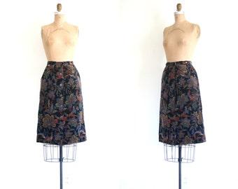 1970s velvet tapestry floral print skirt - vintage 70s high waisted skirt / Birds & Paisley - bohemian print skirt / ladies xs skirt
