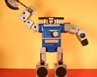 Robot Radio Transformer Boombox AM Novelty Tai Fong 1984 In Package Transforming Plastic Robotic Various Positions TS 558