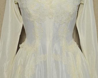 Vintage 1950s Ivory Ballgown Wedding Gown/Dress w Chapel Train, Priscilla of Boston, Long Sleeve