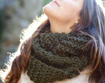 The Baker | Chunky Knit Cowl Scarf