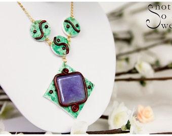Collar purple Burgundy stone Green