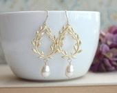 Laurel Wreath Cream Ivory Pearl Earrings Laurel Wreath Wedding Bridal Pearl Jewelry Bridal Earring Bridesmaids Earrings Gold Wreath Jewelry