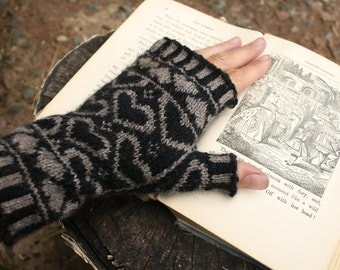 PDF Knitting Pattern - Queen Of Hearts Fingerless Gloves