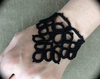 Tatted Lace Cuff Bracelet - Triangle of Clovers