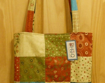Adoring Quilted Tote Bag of Moda Fabric in holiday print