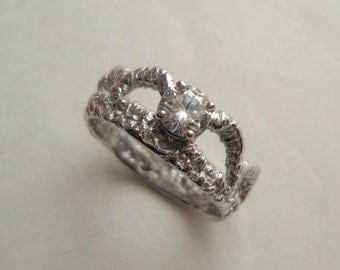 Scallop Lace engagement ring in 18k white gold with diamond