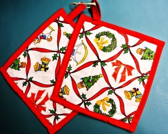 Larger thicker Christmas color quilted christmas items motive pair of potholders made of prewashed cotton fabric