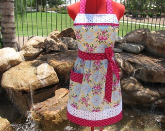 Rambling Rose, Sassy Apron, Retro Style with Daisy Eyelet Trim and Towel Loop, Cottage Chic, Full, Womens Aprons, Circa Jennifer Paganelli