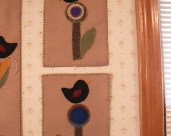 "Primitive Penny Rugs- Candle Mat - Blackbirds - ""Posy Sittin"""