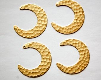 1 Hole Raw Brass Hammered Crescent Open Circle Pendant Drop (4) mtl318A