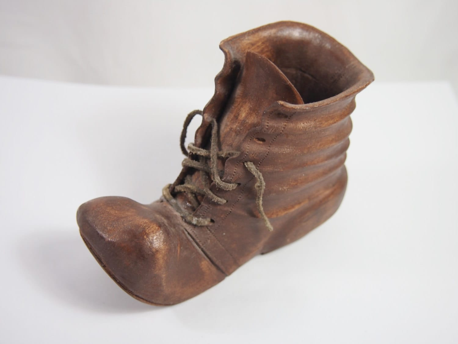 vintage carved wood bum hobo shoe 40s 50s figurine