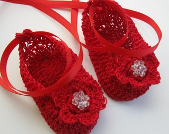 Crocheted Newborn Baby Booties Infant Girl Crib Shoes Crochet Baby Shoes with Beads Knit Reborn Shoes Crochet Baby Mary Janes Doll Shoes