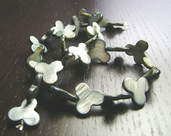 SALE !!! Gray Mother of Pearl Clover Beads ... 15in strand
