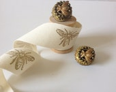 Unusual Gold tone 1950's beautiful Bee clip earrings - vintage chic
