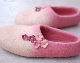 Custom made Handfelted Slippers Flowers in beige&pink