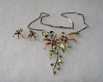 Lovely Enamel Flower  Rhinestone Statement Necklace and  Earrings Demi Set