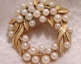 Vintage Crown Trifari Circle Brooch with Pearls and Leaves (J110)