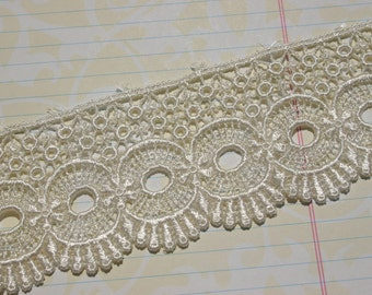 "Wide Ivory Venice Lace - Circle Fan Pattern - Pretty Sewing Venise Trim Embellishment - 2 1/4"" Wide"